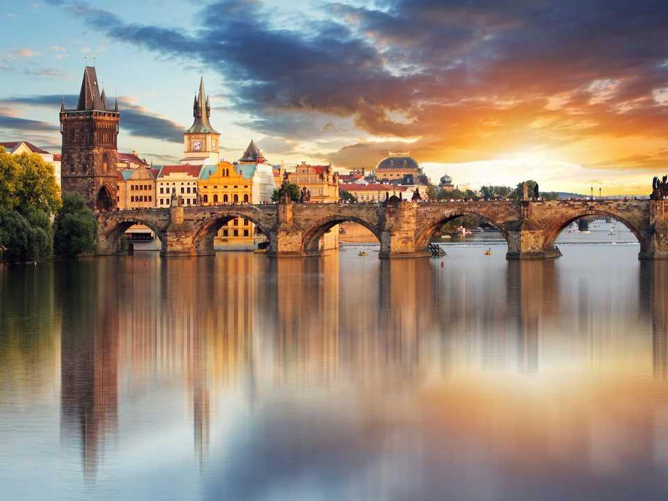 プラハのカレル橋(Charles Bridge)。