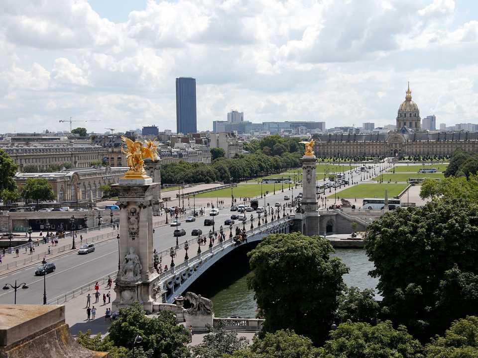 アレクサンドル3世橋(Pont Alexandre III)。