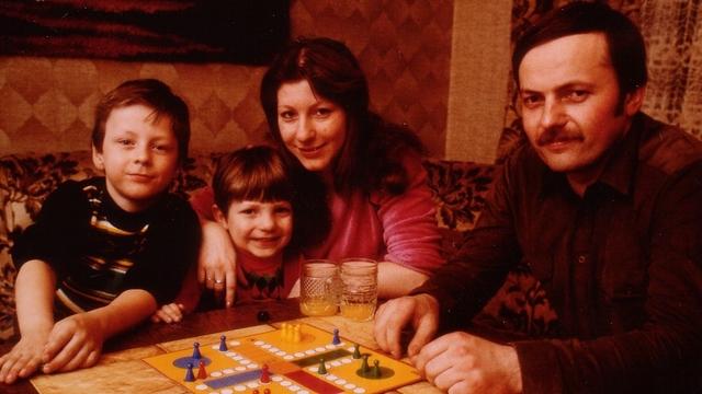 亡命当時のギュンター・ヴェッツェル氏の一家。妻ペトラさん(当時24歳)、二人の子ども(当時5歳と2歳)も一緒に西ドイツへと逃れた。