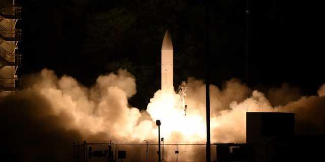 2020年3月19日、ハワイ・カウアイ島のミサイル射撃施設でテスト発射された極超音速滑空体。