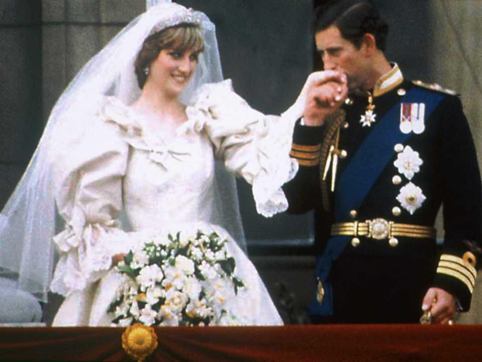 チャールズ皇太子とダイアナは、1981年7月29日に結婚式を挙げた。