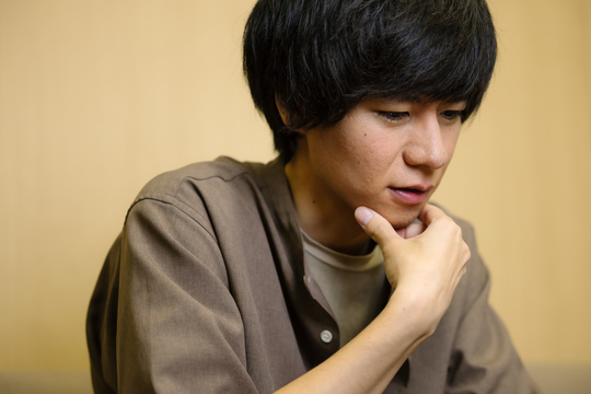 平成生まれ初の芥川賞作家・遠野遥の素顔。「小説もPDCAサイクルを回す ...