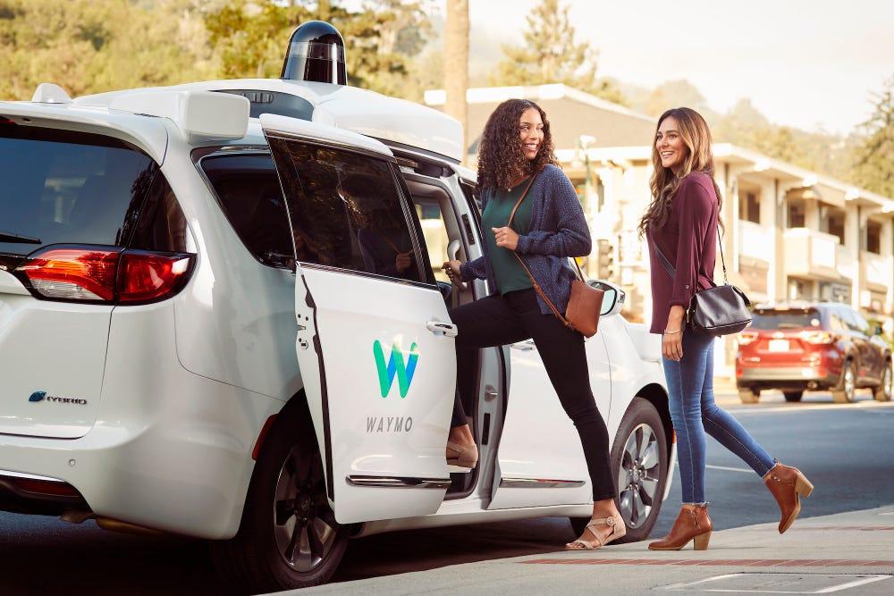 自動運転のウェイモ、完全無人車両での配車サービスを一般向けに開始