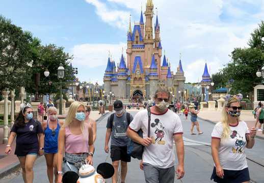 ディズニー・ワールドが営業を再開した日の様子。