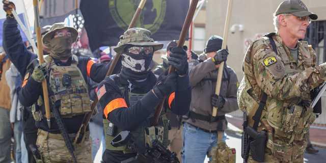 専門家は懸念…… アメリカでは武装した極右グループが、大統領選当日に ...