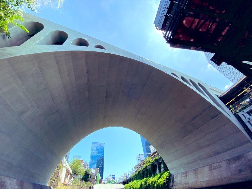 神田川にかかる聖橋。秋本治『こちら葛飾区亀有公園前派出所』では聖橋が舞台になったエピソードが登場する。