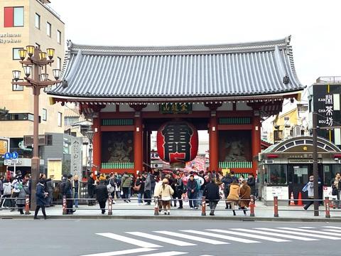 浅草・雷門も東京名物の一つ。現在の雷門は戦後に復興され、1960年に松下電器産業(現パナソニック)創業者の松下幸之助氏が寄進した。