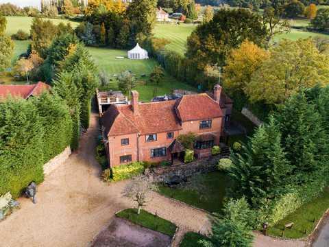 ヴァージン・グループの創業者リチャード・ブランソンを育んだ邸宅が売出し中