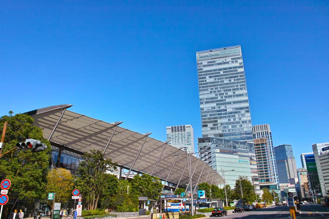 東京駅八重洲口。高速バスのターミナルや大丸東京店がある。