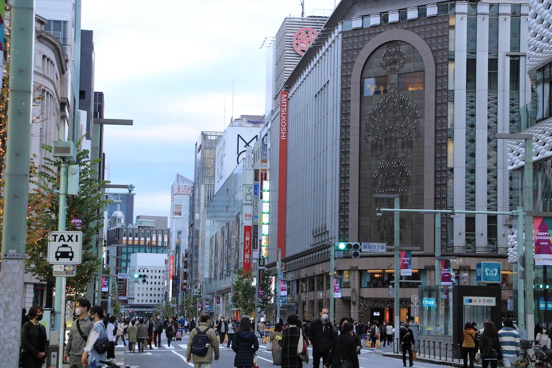 銀座・中央通り沿いには、三越と松屋がある。