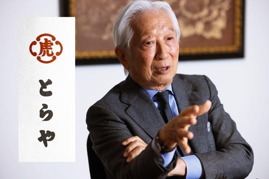 人類の歴史は、戦争や災害、そして疫病との闘いの繰り返しだった。日本の老舗は数々の危機をどう乗り越えてきたのか。5世紀近い歴史を持つ和菓子屋「虎屋」17代目・黒川光博氏に、困難な時代との向き合い方を聞いた。