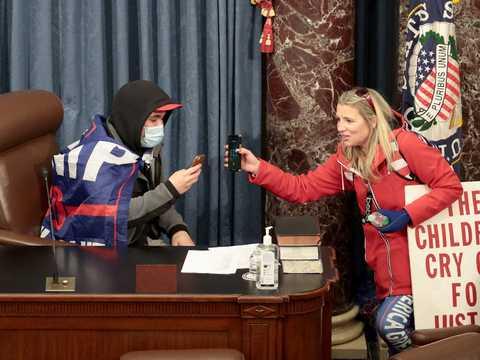 アメリカ議会議事堂に暴徒が侵入した。