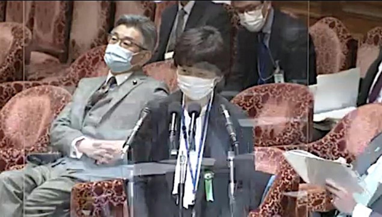 2月25日の衆院予算委員会で答弁する山田真貴子・内閣広報官。(2021年2月25日)