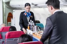 客室乗務員が明かす、乗客が知らないフライト中の秘密   Business ...