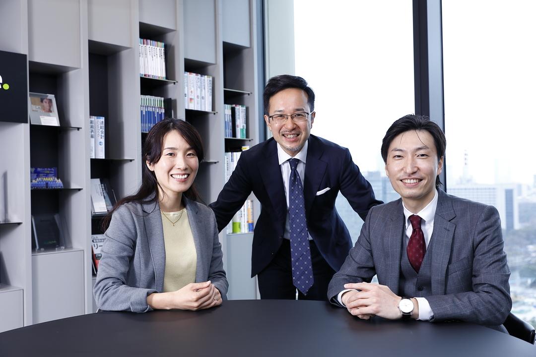 洋上風力支援事業をリードする山本真実氏(左)、加藤健太郎氏(中央)、福本真二氏(右)。