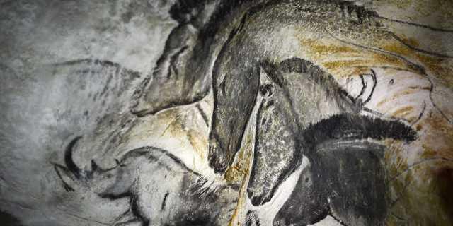 フランスのヴァロン=ポン=ダルクにあるショーヴェ洞窟に描かれた壁画を複製したもの。この洞窟の壁画は、最古のものの1つとされている。