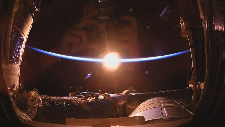 宇宙での初日の出