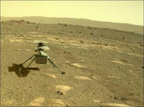 2021年4月4日、火星探査機パーサヴィアランスが撮影した小型ヘリコプター「インジェニュイティ」。