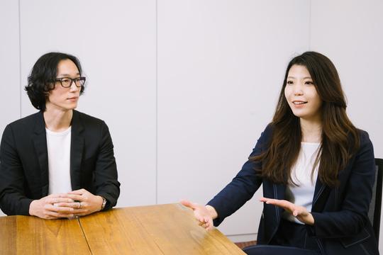 村上臣さん(左)と正能茉優さん(右)。
