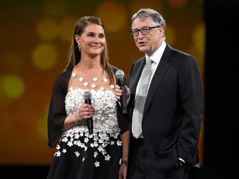ビル・ゲイツ(左)とメリンダ・ゲイツ(右)