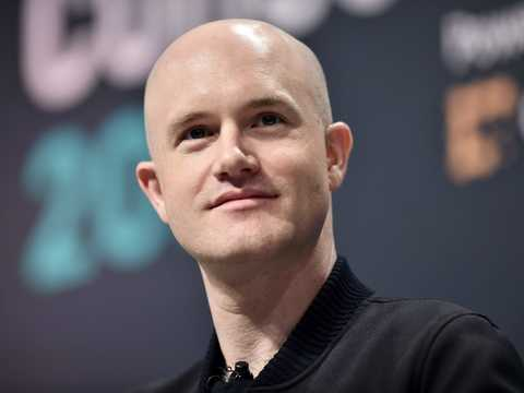コインベースの創業者兼CEOのブライアン・アームストロング。2019年5月15日撮影。
