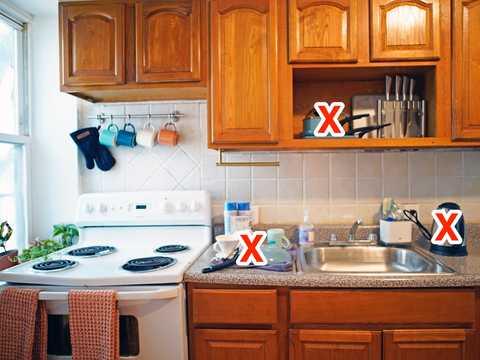 筆者のキッチン。普段の散らかった様子。