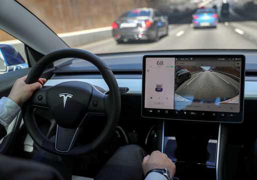 テスラ「自動運転」の最新ビデオ