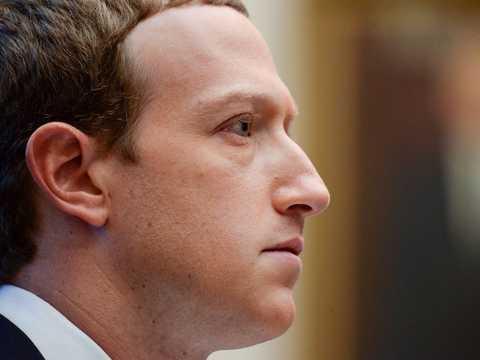 2019年10月23日、アメリカ・ワシントンで開催された下院金融サービス委員会の公聴会で証言するフェイスブックのマーク・ザッカーバーグ会長兼CEO。