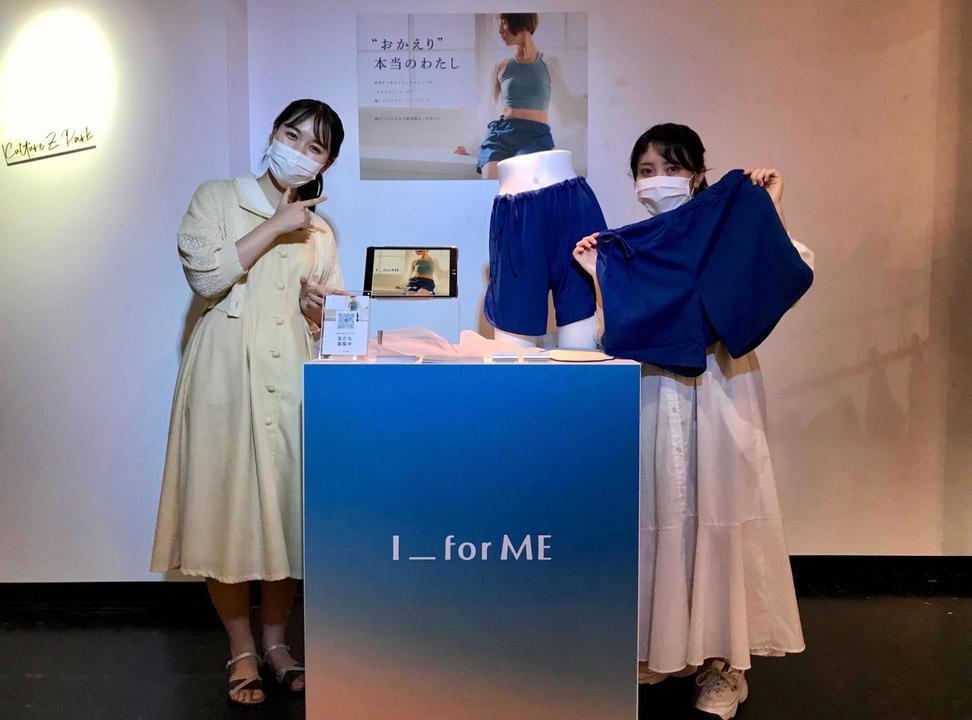 8月8日に渋谷で行ったポップアップストアの様子。江連千佳さん(左)とI_for MEデザイナーの野村華花さん(右)。
