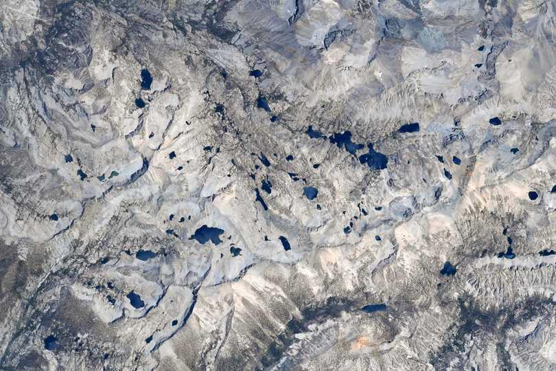 宇宙飛行士メーガン・マッカーサーが宇宙から撮影した、セコイア国立公園とキングス・キャニオン国立公園(ともにカリフォリニア州)。