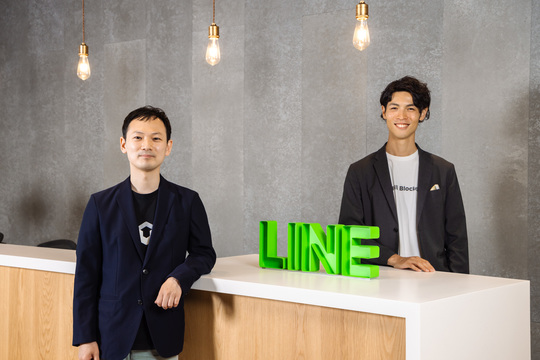 LINEブロックチェーン事業部長の米山裕介氏(右)とマネージャーの田中遼氏。