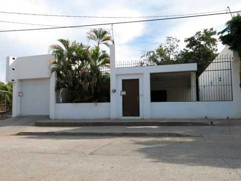メキシコのクリアカンにある、エル・チャポとして知られる悪名高き麻薬王、ホアキン・グスマン・ロエーラの邸宅。当局の逃れるために使った脱出口もある。2014年2月23日撮影。