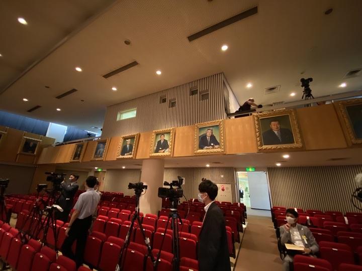 自民党本部8階ホールには歴代総裁の肖像画が飾られている。次に描かれるのは誰だろうか。