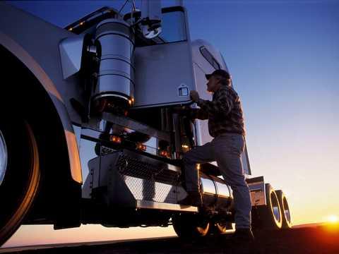 カリフォルニア州の普通高校で、トラック運転の選択科目が取れるようになった。