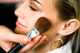 化粧ノリを改善したいなら「顔脱毛」がおすすめ