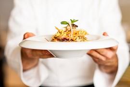 世界中の料理の達人が、あなたを「おうちごはん」に招待してくれる