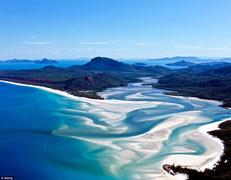 潜れば50メートル先まで見える。世界ベスト10のビーチ