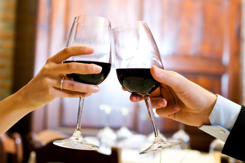 もう「お肉なら赤」は卒業しよう。ライトなおつまみとワインを合わせる