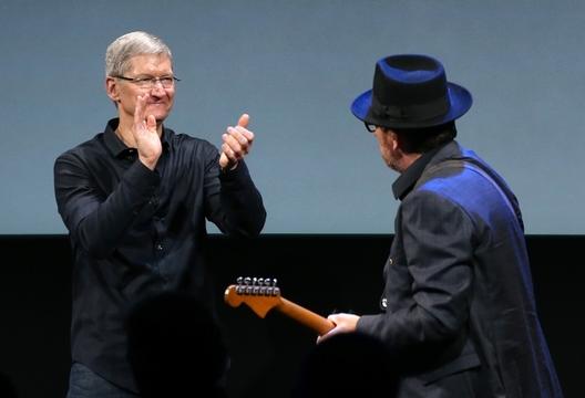 「2014年の顔」にアップル社CEO、ティム・クック氏が選ばれたワケ