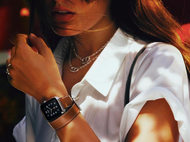 「エルメス」とコラボのApple Watch。洗練されたデザインに注目