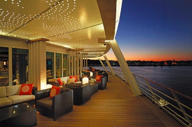 20150414_SevenseasVOY Horizon Lounge Deck.jpg