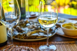 ウニとのマリアージュが絶品。夏の旬食材と合わせたい白ワイン