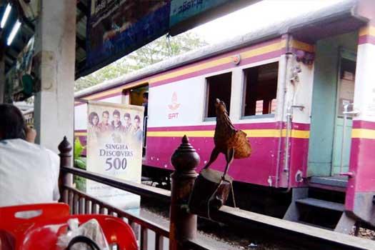 タイのサムセン駅 タイ料理