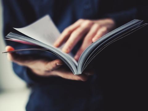 ストレス対策にも。ビリオネアが読書を習慣にする理由