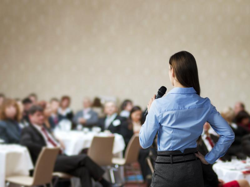 ガマン! シーンとした会議であの音が...。キャリア女性の悲劇は防げるか