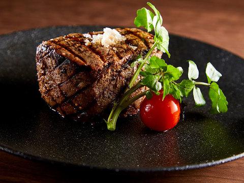 肉にはじまり肉に終わる2016年。ホテルのステーキハウスも、動く!
