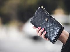 #3 財布は女の美しさを語るもの【青木貴子のワードローブ】