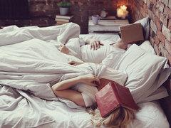 なぜ別々のベッドに寝るようになったのか。カップルの寝室問題