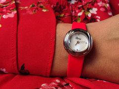 服のようにコーディネート。パリジェンヌが愛する腕時計
