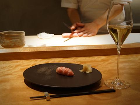 銀座で夏トリュフの鮨シャン。シュワッと暑気ばらい